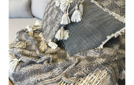 Knitted Throw Rug