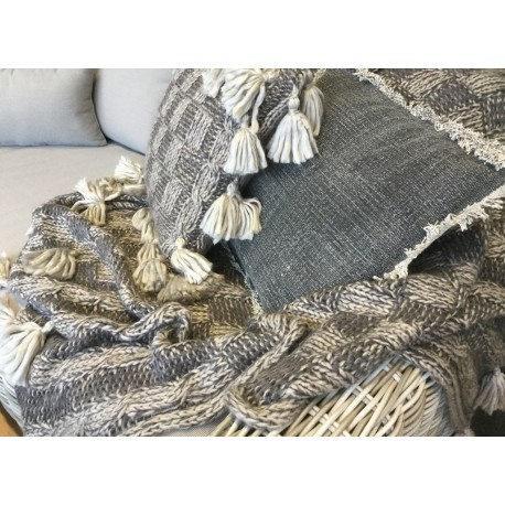 Knitted Throw Rug - Plumindustries